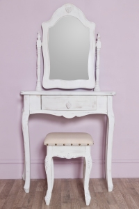 Distressed heart dressing table and stool