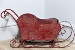 a-large-red-distressed-metal-decorative-christmas-sleigh-9712-p[ekm]300x200[ekm]