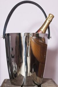 a-large-stainless-steel-champagne-or-wine-bucket-with-leather-strap-7280-p[ekm]300x449[ekm]