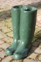 pair-of-green-painted-wellington-boot-plant-pot-stand-10445-p[ekm]133x200[ekm]